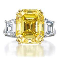 harry winston - Fancy Vivid Yellow Diamond Ring