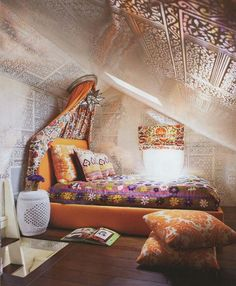 interesting idea for an attic - love the way the 'canopy' is attached to the ceiling and the print on all the upper surfaces. jh