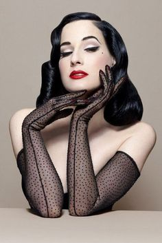 Do you love Dita Von Teese as much as we do? Here are some great fashion and beauty tips inspired from Dita Von Teese's style. Read more to find out how to dress and look like her! Pin Up Vintage, Looks Vintage, Mode Vintage, Vintage Gloves, Vintage Glam, Vintage Inspired, Dita Von Teese Style, Dita Von Teese Burlesque, Dita Von Teese Makeup