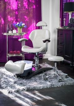 Welcome to the space with Belava's Indulgence chair!🌏☄⭐🌙 Look at these aerodynamic, streamlined shapes, elegant outlines!😍 ⠀ We are sure that should Elon Musk decide to open a beauty spa one day, he would choose Indulgence Pedicure Chair