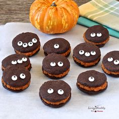 Whoopie Pies with Pumpkin Filling >> paleo, gluten, grain, dairy, soy and refined sugar free
