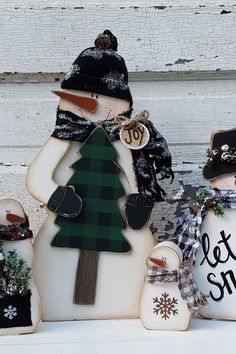 Wood Chunky Primitive Snowman Sitter-Green Vest /& Hat~Christmas Vintage//Country