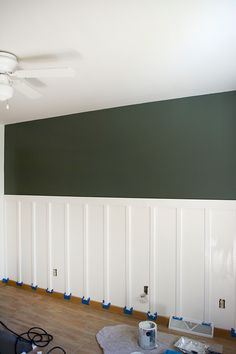 DIY Board and Batten with Shelf 2019 DIY Tutorial board and batten with a shelf. This would look AMAZING in the kitchen The post DIY Board and Batten with Shelf 2019 appeared first on Nursery Diy. Green Accent Walls, Dark Green Walls, Green Accents, Dining Room Walls, Living Room, Dining Room Feature Wall, Green Dining Room, Board And Batten, Decoration Table