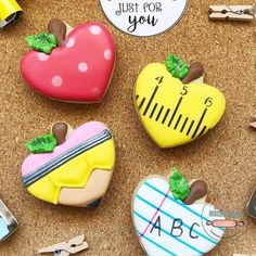 Need an adorable idea for some back to school minis? designed these FUN cookies using our Apple heart cutter! No Bake Sugar Cookies, Apple Cookies, Mini Cookies, Cookies For Kids, Heart Cookies, Iced Cookies, Cute Cookies, Cupcake Cookies, Crazy Cookies