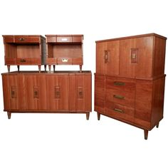 John Widdicomb Mid Century Modern Bedroom Set | From a unique collection of antique and modern dressers at https://www.1stdibs.com/furniture/storage-case-pieces/dressers/