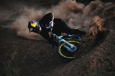 Photo of Andreu Lacondeguy in Virgin, Utah, United States. Shooting the Redbull Rampage mountain biking event for Bmx Dirt, Dirt Bike Racing, Dirt Biking, Motorcycle, Downhill Bike, Mtb Bike, Freeride Mtb, Best Mtb, Bike Events