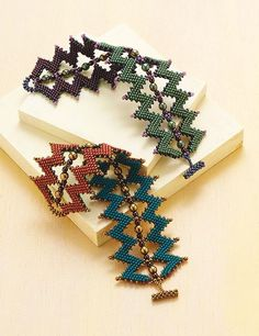Create the Sawtooth Cuff using diagonal peyote-stitch. This cuff is reversible.