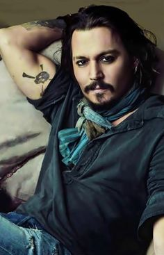 Johnny Depp.... i want to die this looks so freakim sexy omg*-*