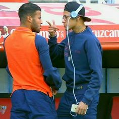 Neymar Jr e Rafinha. Lionel Messi, Fc Barcelona Neymar, Neymar Pic, Good Soccer Players, Football Love, Soccer Stars, Play Soccer, Best Player, Role Models