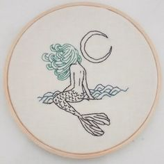 "100 Likes, 8 Comments - ~vênus em flor (@venusemflor) on Instagram: ""esse foi pro @leobbsiq 💛  #sereia #mermaid #lua #moon #bordado #bordadoamao #embroidery #fiberart…"""