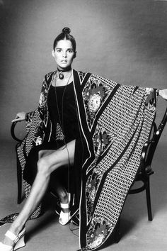 20 Beautiful Black & White Photos of American Actress Ali MacGraw from the ~ vintage everyday Ali Macgraw, 70s Fashion, Fashion History, Vintage Fashion, Vintage Style, Looks Style, Looks Cool, Kino Theater, Katharine Ross