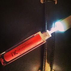 Lip lightning best shine gloss gadget, hot, shiny, sweet, hip please contact me to buy !