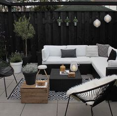 Garten & Outdoor Dekor 21 Bohemian Garden Decoration Ideas - Patios and covers - # Bohemian Outdoor Rooms, Outdoor Furniture Sets, Outdoor Decor, White Patio Furniture, Backyard Furniture, Outdoor Patio Rugs, Indoor Outdoor, Modern Garden Furniture, Ikea Outdoor