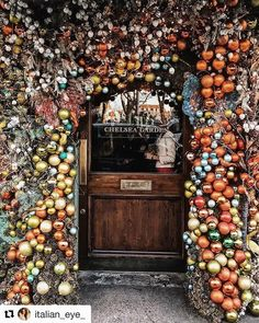 What a beautiful and festive entry. The holiday season moves entirely too fast. Love @italian_eye_ perspectives of London!