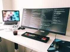 Lovely 3 Monitor Gaming Desk