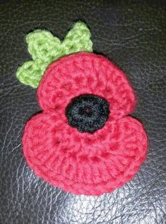 Ravelry: A proper 'paper' poppy pattern by Crafty Mama Sanchez Crochet Poppy Free Pattern, Crochet Leaf Patterns, Crochet Leaves, Thread Crochet, Crochet Motif, Crochet Yarn, Knitting Patterns, Crochet Appliques, Easy Crochet
