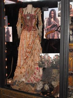 My Tia Dalma / Calypso - Pirates of the Caribbean Voodoo Costume, Gypsy Costume, Sea Witch Costume, Witch Costumes, Pirate Costumes, Costume Dress, Pirate Halloween, Couple Halloween Costumes, Halloween Makeup