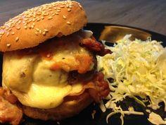 Burger savoyard par Benkku81 Bacon, Chicken, Ethnic Recipes, Food, Meat, Cheese, Tomatoes, Chopped Steak, Kitchens