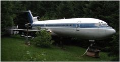 This Is Not A Plane Crash In The Forest. Take A Step Inside And You'll Want To Live Here. | Diply