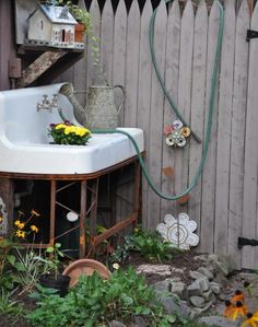old kitchen sink in the garden. It would be great to have a place to wash up before going in from the garden. Outdoor Projects, Garden Projects, Garden Tools, Garden Sheds, Potting Sheds, Potting Benches, Outdoor Landscaping, Outdoor Gardens, Diy Gardening