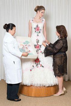 A nova loja da estilista terá serviço completo pras noivas, incluindo um registro fotográfico de todo o processo, no caso dos vestidos sob medida
