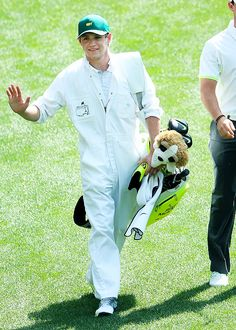 Niall smiling & waving & carrying around a stuffed dog is too much cuteness for me to handle. ♡