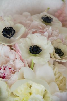 blush, white and navy flowers for a summer wedding | http://livingfresh.ca/blog/2013/07/03/blush-white-and-navy-wedding-flowers/
