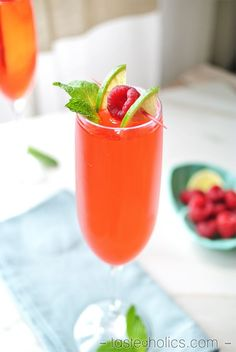 Our favorite 5 ingredient, low carb & sugar free drink is the Skinny Raspberry Lime Rickey - best served on warm summer days! | Tasteaholics.com
