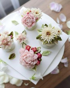 Beautiful Blooming Tender Cupcakes - Cupcake - Beautiful Blooming Tender Cupcakes Best Picture For cupcake frosting For Your Taste You are looki - Gorgeous Cakes, Pretty Cakes, Amazing Cakes, Korean Buttercream Flower, Buttercream Flower Cake, Cupcake Frosting, Buttercream Frosting, Floral Cupcakes, Floral Cake