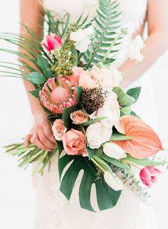 Tendances Bouquets de Mariées 2019 - Only You by Gloubi Tropical Wedding Bouquets, White Wedding Bouquets, Flower Bouquet Wedding, Floral Wedding, Wedding Colors, Trendy Wedding, Wedding White, Hawaiian Wedding Flowers, Green Wedding