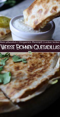 Quesadillas (etwa: Käse-Tortilla) ist ein typisch mexikanisches Essen. Im Original wird diese Tortilla nur mit Käse zubereitet. Dieser wird in die Mitte einer geklappten Tortilla gelegt und anschließend gebacken oder frittiert. Allerdings wird sie auch mit vielen anderen Zutaten wie Fleisch, verschiedenem Gemüse oder, wie in meinem Rezept, mit Bohnen und Tomaten zubereitet.