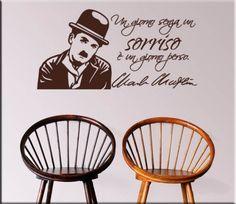 adesivo da muro frase Charlie Chaplin Charlie Chaplin, Shabby, Home Decor, Adhesive, Frases, Theater, I Love, Die Cutting, Decoration Home