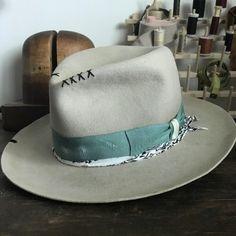 Men S Fashion Depot Refferal: 1949998899 O Cowboy, Cowboy Hats, Chapeau Pork Pie, Gentleman Hat, Vintage Fashion 1950s, Vintage Hats, Victorian Fashion, Custom Made Hats, Hipster Hat