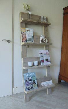 VT wonen tijdschriftenrek/pronkbord. Erg leuk in allerlei maten verkrijgbaar tegen zeer aantrekkelijke prijzen.