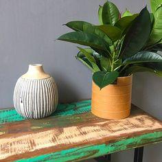 Keramiek groene vaas #fourfabrics @loods5! #ceramic #green #vase #styling #interior #interiordesign #interior#interior123 #interior4you #interior4all