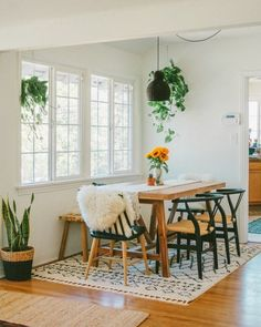 Find the ideal ideas for your minimalist dining room that matches your design as well as taste. Browse for outstanding photos of minimalist dining-room for inspiration. Modern Dining, Boho Dining Room, Room Design, Dining Room Small, Bohemian Dining Room, Minimalist Dining Room, Home Decor, Cottage Dining Rooms, Living Room Reveal