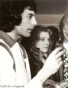 Freddie and Mary during a party, in 1976 Mary Austin Freddie Mercury, Queen Freddie Mercury, Queen Band, Let Your Hair Down, John Deacon, Killer Queen, Save The Queen, Most Beautiful Man, Great Bands