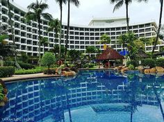 How about enjoying some poolside reflection time in Penang? 📷: @ c_serie.  #Shangrilahotels #goldensandsresort #penang #Shangrila #poolside #beautiful #resort #holiday #tgif #bestvacations #welltravelled #photooftheday