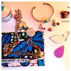En mode création!  www.couleurschokolat.com #création, #pagne, #tissuafricain,#waxfabric, #wax, #perles, #handmade, #faitmain, #bijoux, #diy