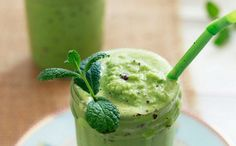 Healthy mint chip milkshake (with Spinach!)