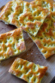 """Focaccia tipo """" genovese """" o fugassa Wine Recipes, Bread Recipes, Focaccia Pizza, My Favorite Food, Favorite Recipes, Bread And Pastries, Finger Foods, Italian Recipes, Quiche"""