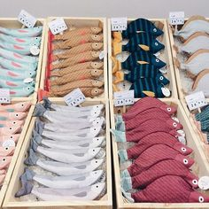 catch: salmon, sea bass and stone fish . so pencil cases! Tre catch: salmon, sea bass and stone fish . so pencil cases! Meet Julia Castaño, the Spanish designer behind Don Fisher, on Fish Pencil Case, Pencil Cases, Felt Diy, Felt Crafts, Don Fisher, Fabric Fish, Felt Play Food, Food Patterns, Fabric Toys