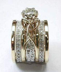 Wedding ring: It can get stained or wrinkled while hanging within your closet. Love Ring, Dream Ring, Unique Jewelry, Irish Jewelry, Jewelry Box, Jewelry Design, Jewelery, Gold Jewelry, Jewelry Model