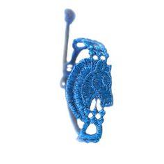 """Das Armband """"Horse"""" in Royal Blue von Missiu mit einem liebevoll gestalteten Pferdekopf ist das perfekte Geschenk für Pferdeliebhaber. Es akzentuiert Ihre Persönlichkeit!"""