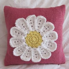 Snuggly knit pillows with crochet daisy . . . delightful!