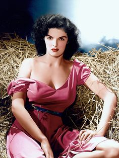 "Jane Russell - Photography by George Hurrell - ""The Outlaw"" - Howard Hughes et Howard Hawks Old Hollywood, Hollywood Icons, Golden Age Of Hollywood, Hollywood Stars, Hollywood Actresses, Classic Hollywood, Actors & Actresses, Hollywood Glamour, George Hurrell"