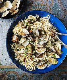 Linguine With Broiled Garlic and Clams | RealSimple.com