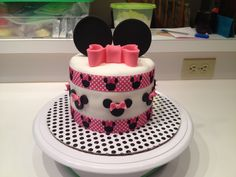 Minnie Mouse smash cake!