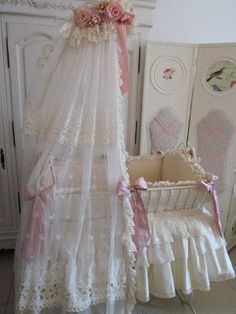 Angela Lace: Wrought Iron Baby Bed