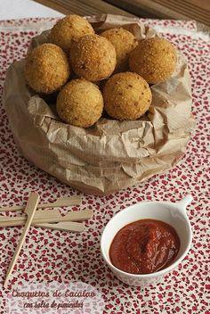 Croquetas de bacalao con salsa de pimientos: